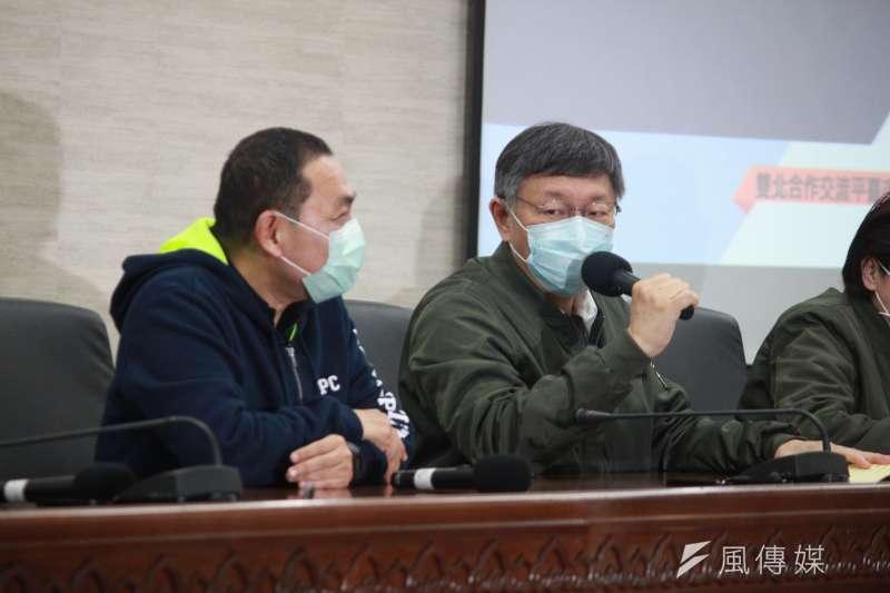 雙北論壇今(26)日於台北市政府召開,台北市長柯文哲(右)、新北市長侯友宜(左)一同出席主持。(方炳超攝)
