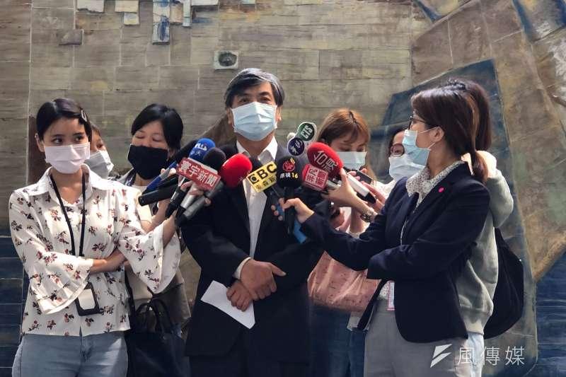政大校長郭明政接受媒體訪問。(吳尚軒攝)
