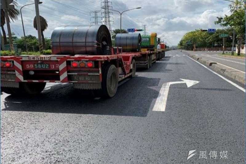 中鋼將煉鋼製程產出的轉爐石應用於道路工程,筆者認為中鋼應提出煉鋼附產品的清理計畫,以免造成環境汙染(資料照,徐炳文攝)
