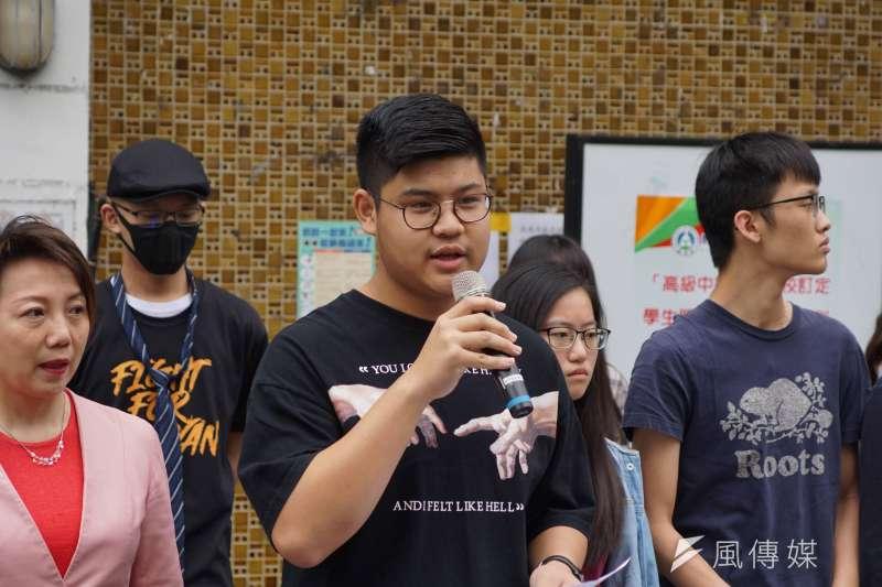 20200329-學生團體29日舉行「破千學生連署 北高學生串聯共同呼籲教育部落實服儀解禁」記者會,臺中市兒少代表賴昱達發言。(盧逸峰攝)