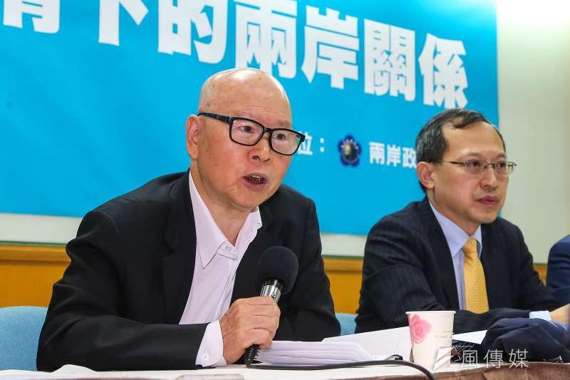 亞太和平研究基金會董事長許信良(左)指出,台灣沒有必要特別去刺激中國,基於互相尊重原則,台灣可以避免使用「武漢肺炎」一詞。(顏麟宇攝)