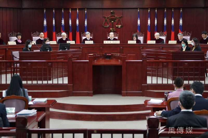 今(31)日憲法法庭在18位地方法官聲請釋憲下展開言詞辯論,也邀請法務部、司法院等機關到場陳述意見。(盧逸峰攝)