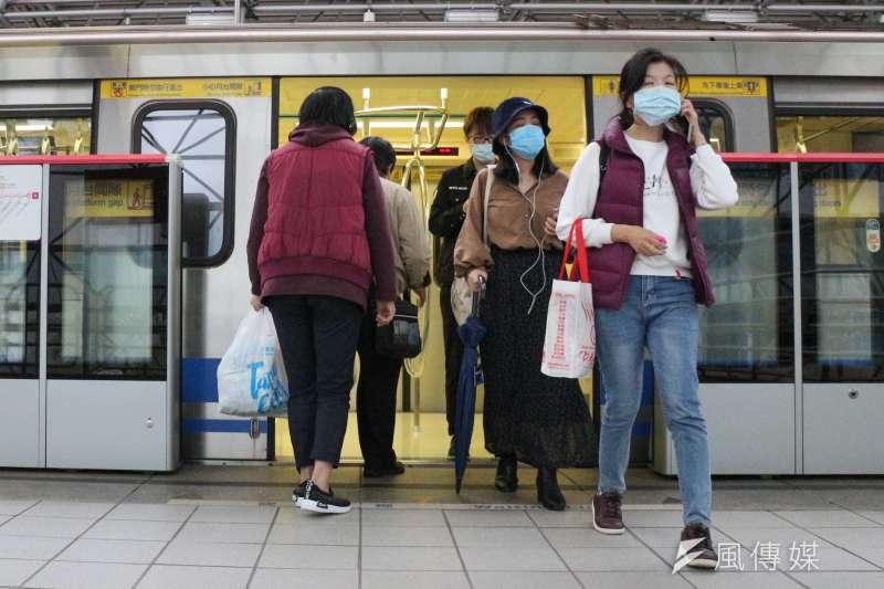 全球新冠肺炎疫情未歇,但部分國家包括台灣,疫情相較他國趨緩,再加上考量經濟需求,已逐步放鬆各項管制措施。示意圖。(資料照,顏麟宇攝)