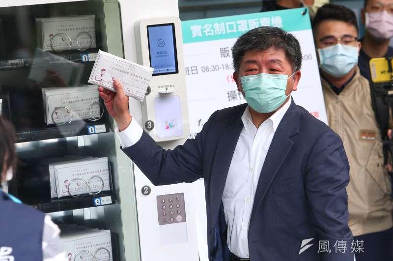 中央流行疫情指揮中心指揮官陳時中(見圖)表示,網購口罩將恢復兒童口罩購買年齡限制,16(含)歲以下之健保卡才能購買兒童口罩。(資料照,顏麟宇攝)