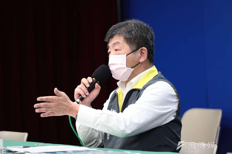 中央流行疫情指揮中心13日召開例行記者會,陳時中說明兒童口罩改進方法。(指揮中心提供)