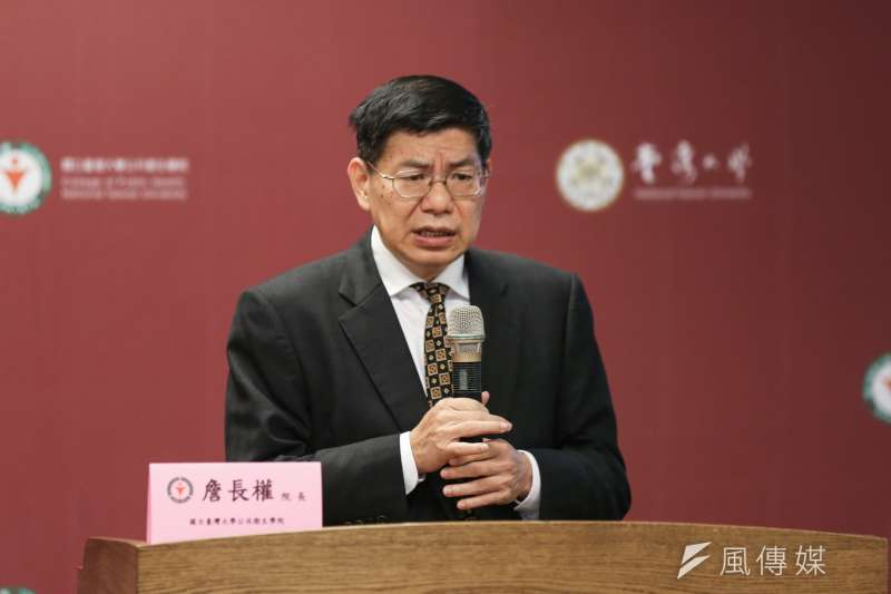 台灣大學公共衛生學院院長詹長權(見圖)建議,台灣邊境解封可採取入境檢測或14天隔離檢疫兩者擇一的方式。(資料照,簡必丞攝)