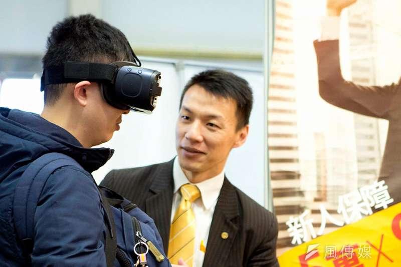 目前已有房仲業者提供VR線上看屋服務,讓民眾能安心在家賞屋。(圖/富比士地產王提供)