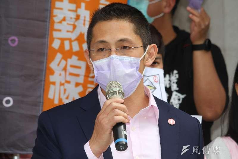 20200415-十八歲公民權推動聯盟舉行「兩階段修憲,十八歲優先,這屆就實憲」記者會,圖為壯闊台灣發起人吳怡農。 (蔡親傑攝)