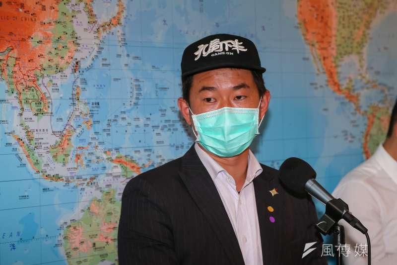 台灣基進立委陳柏惟(見圖)談到華航改名,認為「中國」一詞給華航帶來的是包袱不是助力。(資料照,顏麟宇攝)