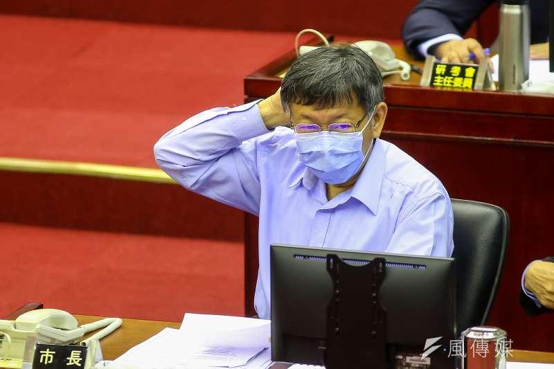 台北市長柯文哲(見圖)今(17)日至市議會備詢,得知陸委會將對中媒記者張經義懲處一事後,他表示,如果有太多主觀解釋,就要呼籲在大陸的台灣人趕快逃回來算了。(資料照,顏麟宇攝)