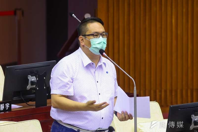 台北市議會國民黨團書記長陳重文(見圖)表示,釋憲已經成案,6日會送進程序委員會。(資料照,顏麟宇攝)