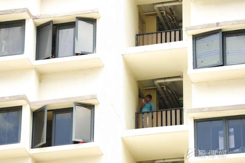 新加坡受到新冠肺炎(武漢肺炎)衝擊,新加坡外籍移工宿舍爆發群聚感染。(AP)