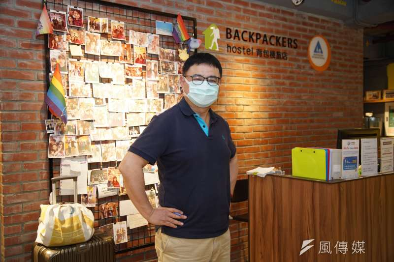 20200418-背包棧旅店總經理吳德聲接受《風傳媒》採訪。(盧逸峰攝)