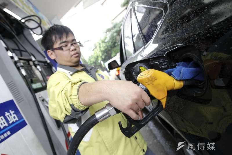 新冠疫情令經濟受到抑制,石油需求下降。(新新聞資料照)