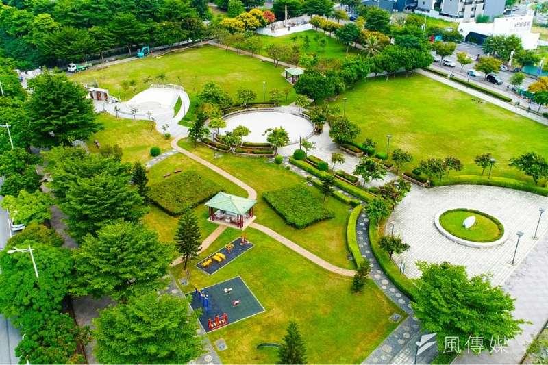 建案坐擁萬坪運動場域,讓生活親近大自然、呼吸新鮮空氣。(圖/富比士地產王提供)