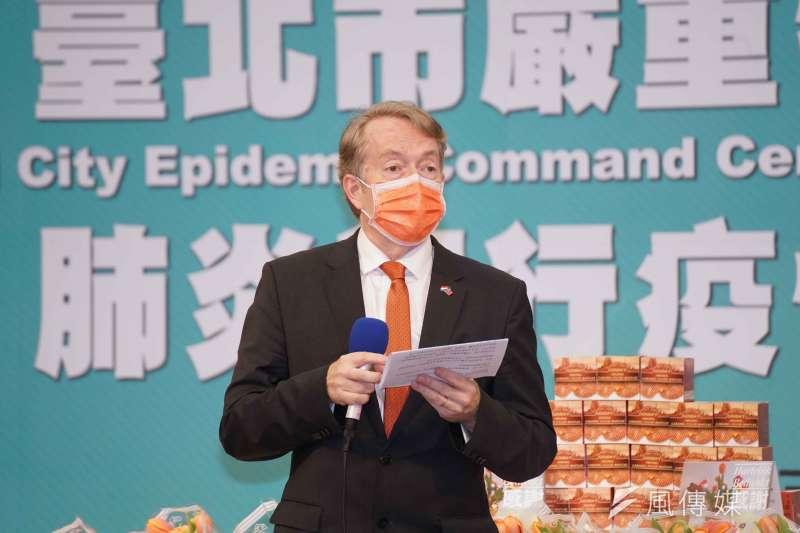 20200427-荷蘭貿易暨投資辦事處27日舉行「贈予台北市聯合醫院醫護人員鬱金香」儀式,代表紀維德致詞。(盧逸峰攝)