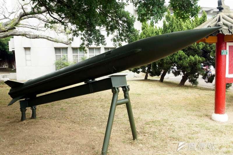 20200429-天弓防空飛彈自1980年起由我中科院展開研發生產工作,天弓一型至1993年成為完整戰力於國軍服役,迄今已衍生至天弓三型。圖為弓一飛彈問世多年,現在成功嶺營區內已可見到弓一彈體陳展。(蘇仲泓攝)