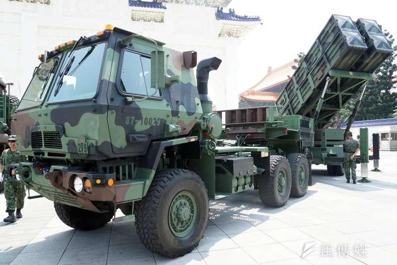 20200429-國軍飛彈部隊近年持續提升機動力,「打了就跑」不僅能強化戰場存活率,亦能就部署層面更具彈性。圖為在營區開放活動中陳展的天弓飛彈發射車。(蘇仲泓攝)