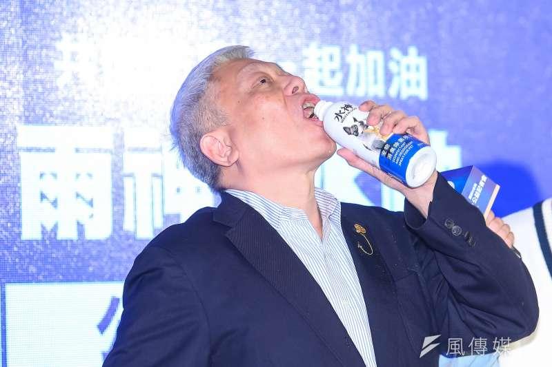 旺旺集團董事長蔡衍明(見圖)曾出席「共同防疫一起加油,水神公益記者會」,並於會中直接飲用「水神」證明「食用無害」。(資料照,顏麟宇攝)