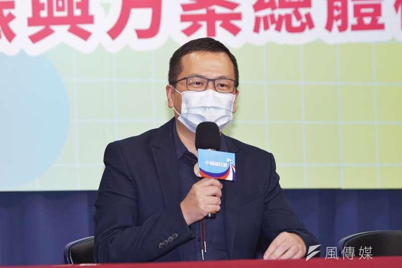 台北市議員羅智強批評錢櫃大火事件。(盧逸峰攝)
