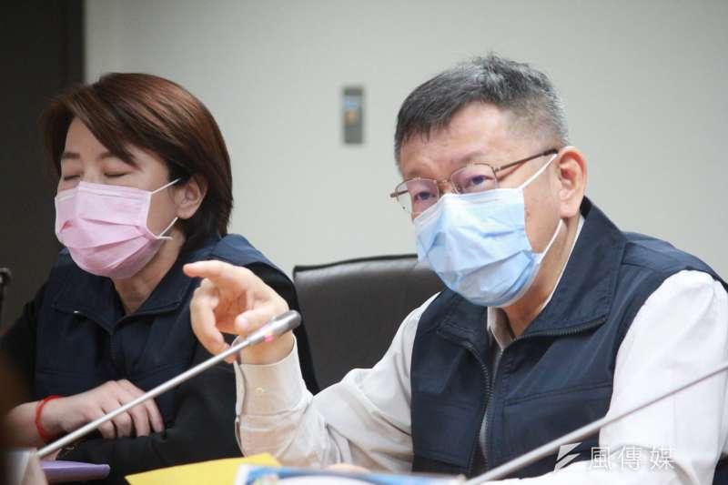 台北市政府30日舉行因應新冠肺炎擴大管制兵推,台北市長柯文哲(右起)、副市長黃珊珊列席。(方炳超攝)