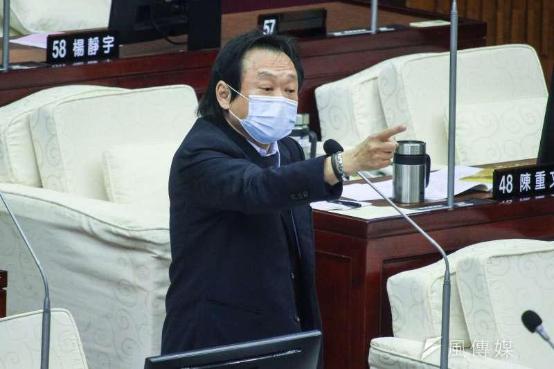 20200504-台北市議員王世堅於市議會進行質詢。(蔡親傑攝)