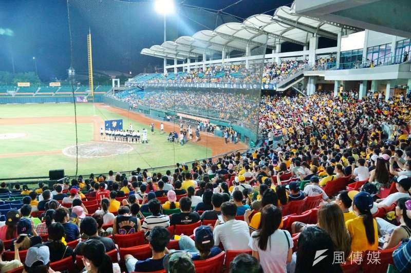 中華職棒因台灣在對抗武漢肺炎上展現超強實力,成為全世界率先開打職棒比賽的國家。(資料照,盧逸峰攝)