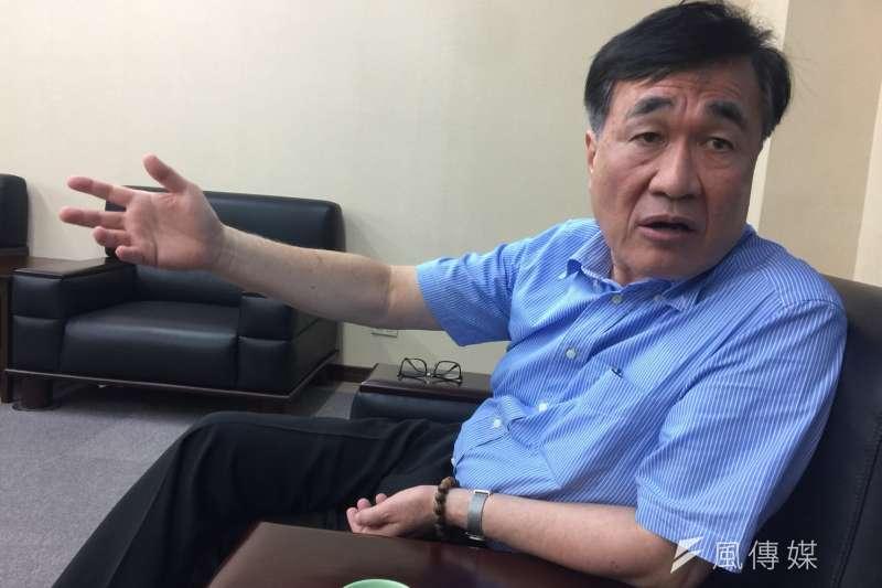 高雄市副市長李四川表示,「將卸下高雄市副市長一職,未來將會把我全部的時間,都留給我親愛的太太與家人。」(資料照,徐炳文攝)