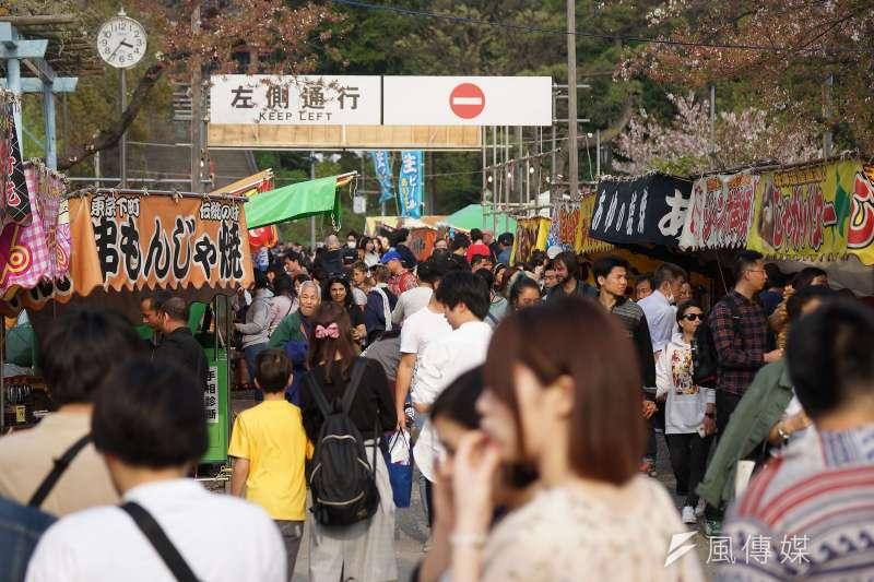 20200508-新冠肺炎疫情造成海外旅遊市場急凍,往年觀光旺季、日本街頭滿是遊客。(盧逸峰攝)