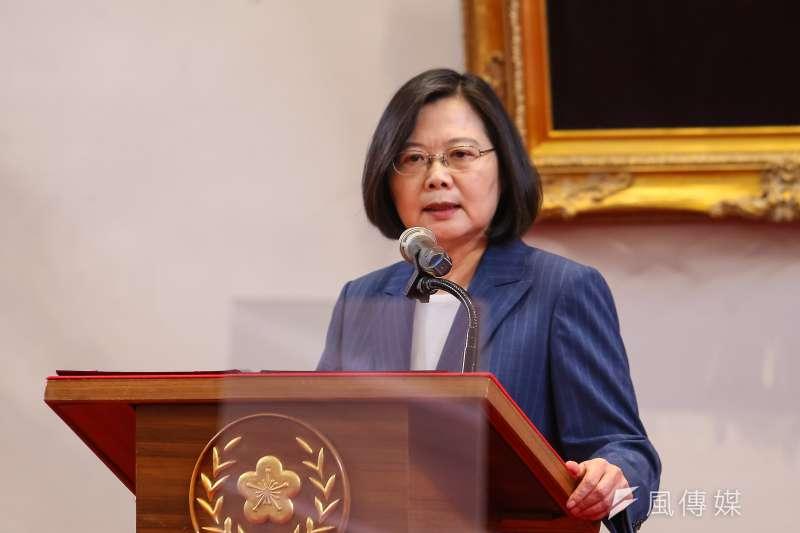 總統蔡英文(如圖)在520就職演說時強調防疫成果,前國民黨主席洪秀柱對此質疑,「比得上越南嗎?」認為蔡應該檢討、不要自滿。(資料照,顏麟宇攝)