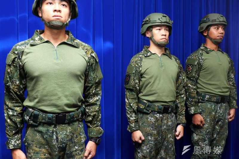 2019年7月國防部首度公開的新式救災服。(資料照,蘇仲泓攝)