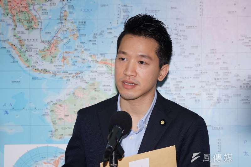 民進黨立委何志偉7日出席民進黨中常會,會中提出「美豬進口數量控管,緩解衝擊」的主張。(資料照,盧逸峰攝)