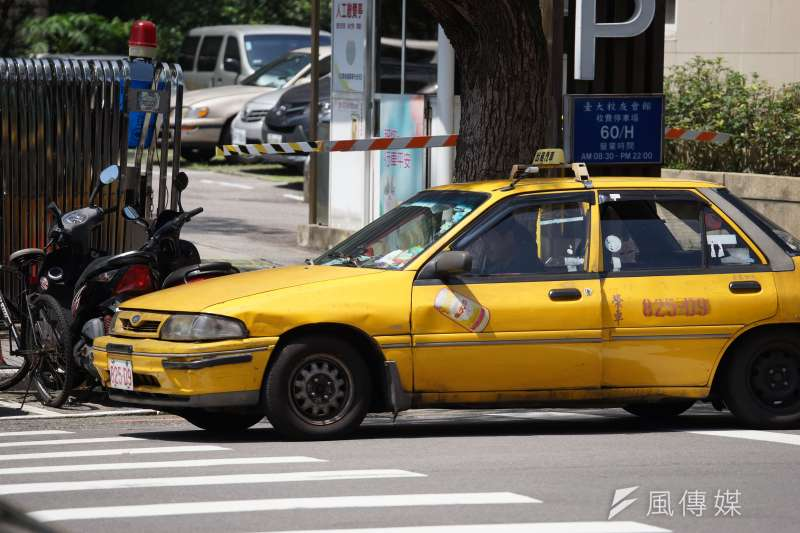 台北市長柯文哲10日宣布,北市府開放讓計程車加入物流業。示意圖,與新聞個案無關。(資料照,盧逸峰攝)