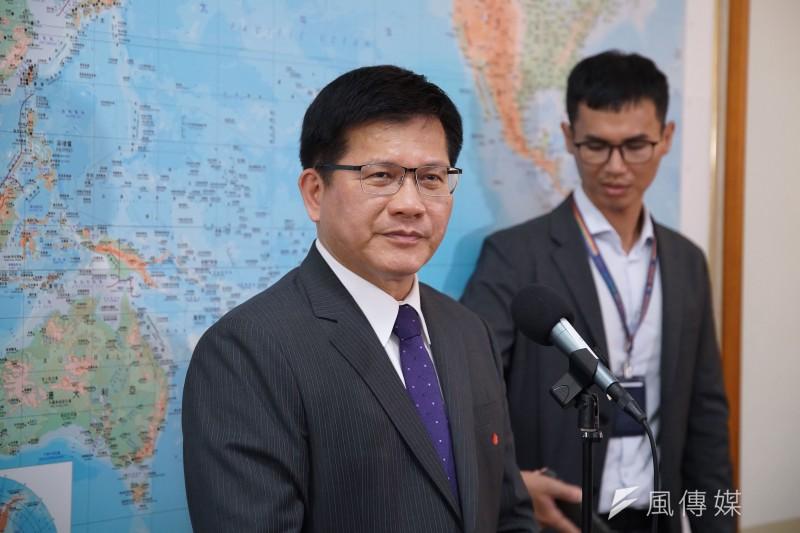 交通部長林佳龍14日出席交通委員會備詢,針對旅遊逐步解禁進行說明。(盧逸峰攝)