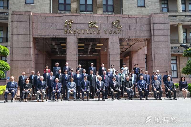 20200514-行政院14日內閣總辭,行政院長蘇貞昌率閣員出席合影。(顏麟宇攝)
