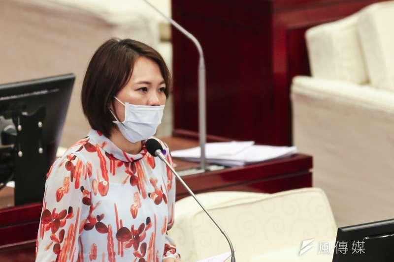 民進黨台北市議員簡舒培(見圖)日前在市議會質詢時,質疑台北市長柯文哲夫人陳佩琪不適格做市長夫人,遭陳佩琪回嗆。(資料照,簡必丞攝)