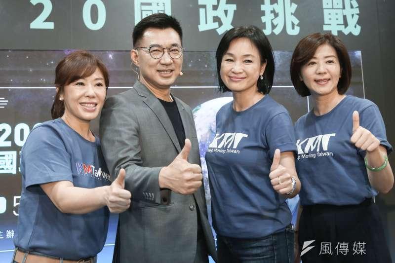 國民黨主席江啟臣(左二)國民黨文傳會主委王育敏(右一)、副秘書長柯志恩(右二)、李彥秀(左一)亦出席記者會。(簡必丞攝)