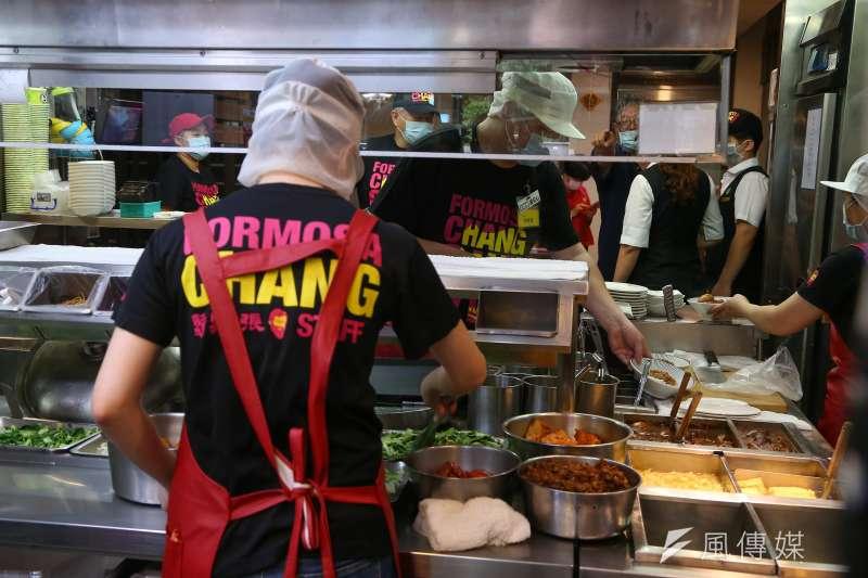 20200516-衛福部長陳時中16日走訪連鎖滷肉飯店家視察防疫情形。(顏麟宇攝)
