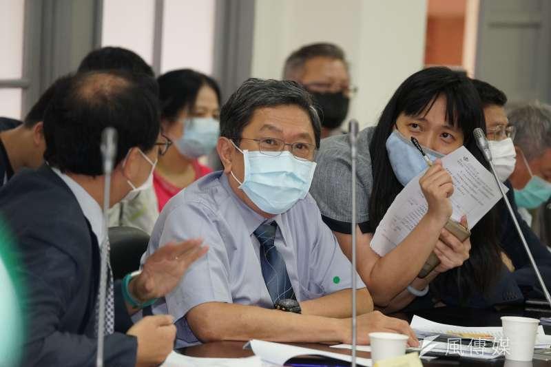 20200518-立法院厚生會18日舉行「新冠肺炎 Covid-19政策對談」討論會,台灣兒童感染症醫學會理事長李秉穎出席。(盧逸峰攝)