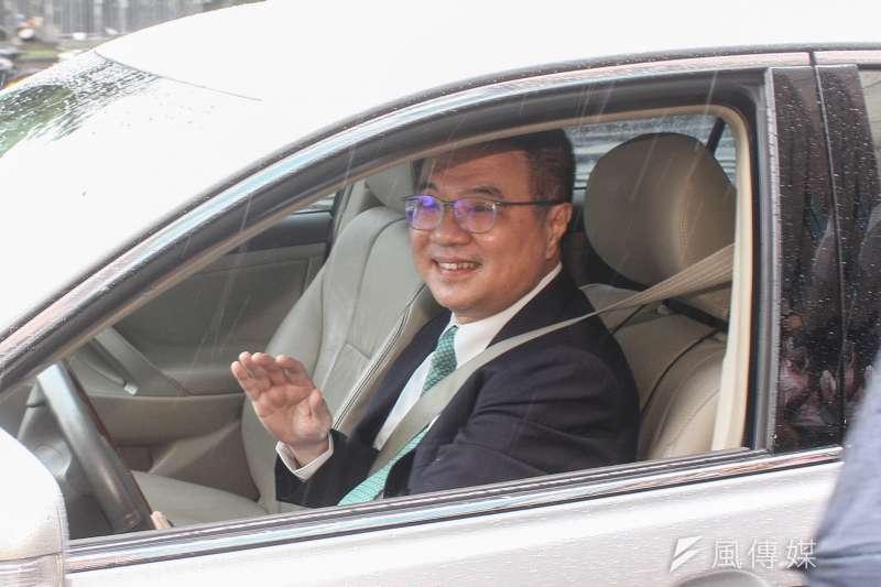 民進黨前主席卓榮泰(見圖)20日下午交接後,於總統蔡英文在內的多位黨內高層歡送下,駕車離開黨中央。(資料照,蔡親傑攝)