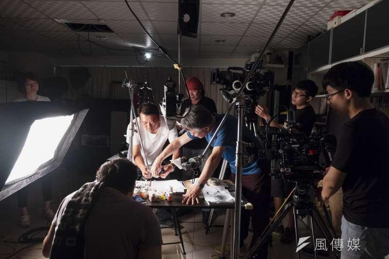 鄭問紀錄片《千年一問》劇組工作照。(貝殼放大提供)