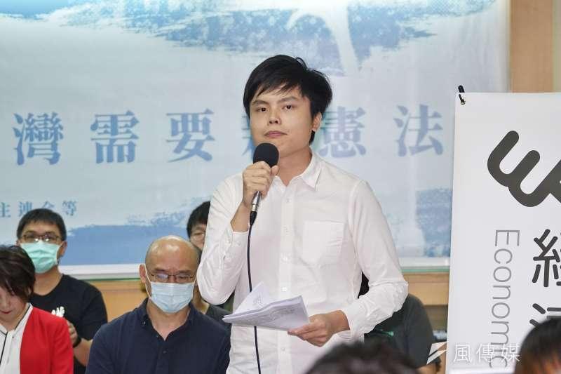 20200520-台灣公民陣線、經濟民主連合20日召開「新憲聲明發布記者會」,發言人江旻諺主持。(盧逸峰攝)
