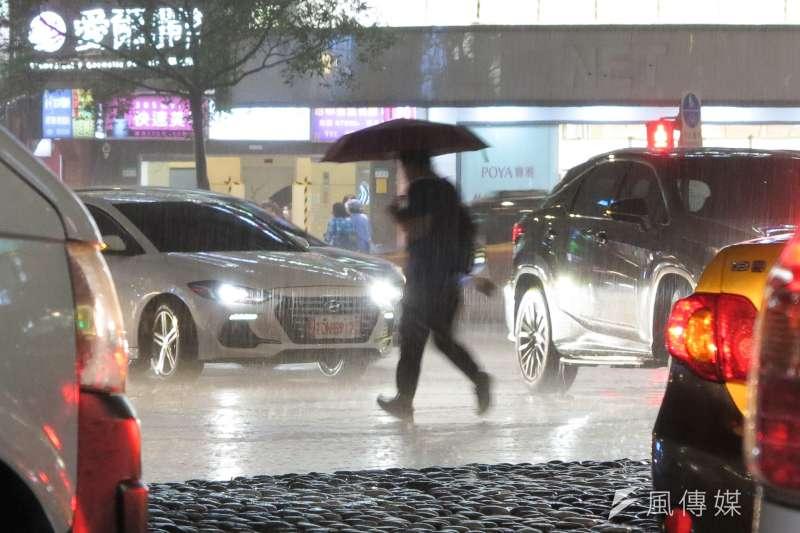 周末全台豪大雨。(顏麟宇攝)