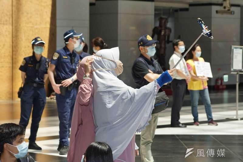 筆者認為台灣在移工政策方面可以向新加坡取經,解決目前移工失聯頻傳的情況。(資料照,盧逸峰攝)