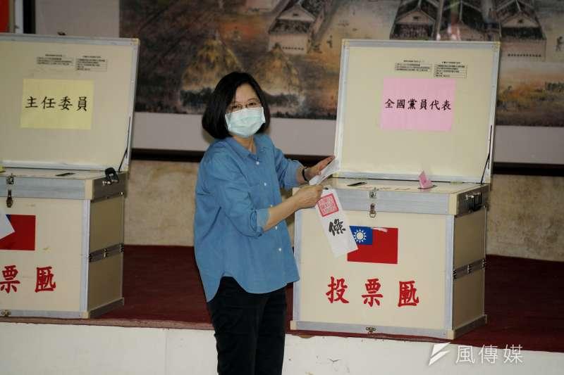 20200524-民進黨主席蔡英文24日出席黨公職選舉投票。(盧逸峰攝)
