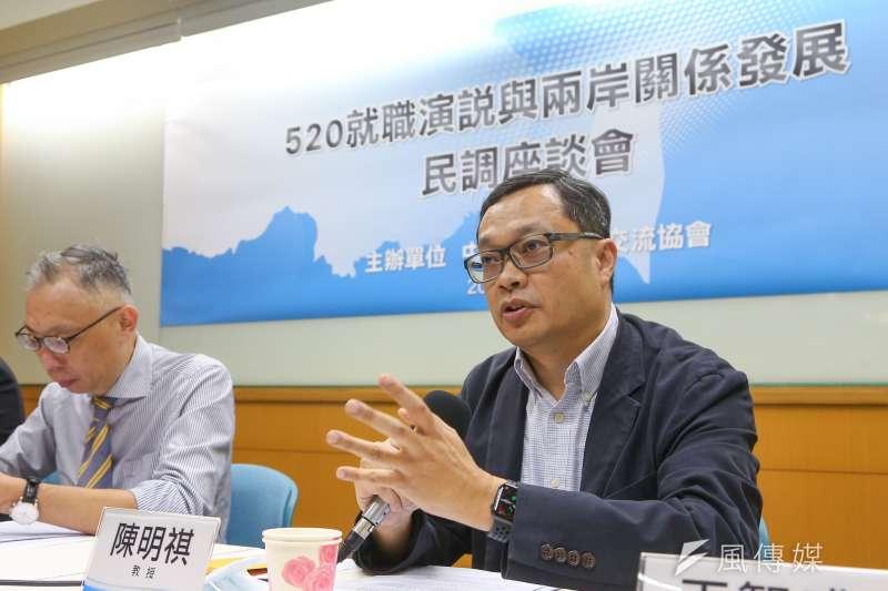20200525-前陸委會副主委陳明祺(右)25日出席「520總統就職演說與兩岸關係發展」民調座談會。(顏麟宇攝)