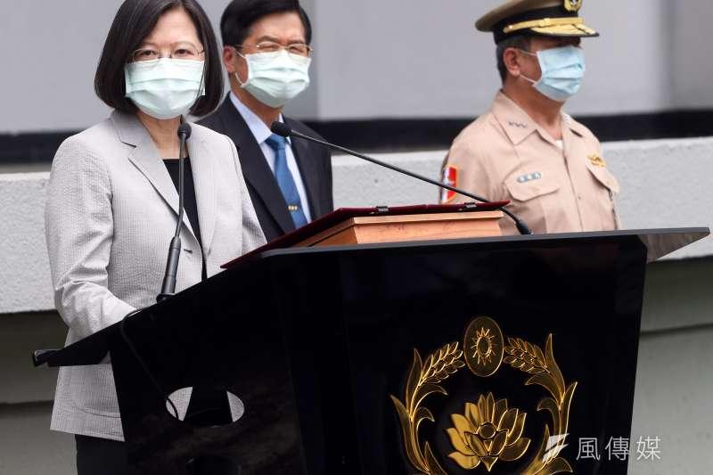 陸委會民調結果顯示,有7成民眾認同總統蔡英文(見圖)指示陸委會成立小組研議援助港人。(資料照,蘇仲泓攝)