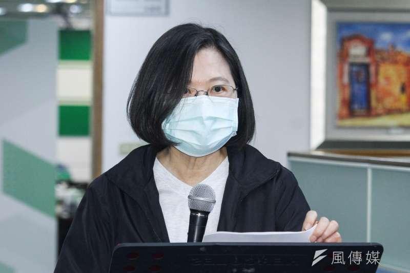 中國人大今(28)日以壓倒性票數通過港版國安法,總統蔡英文(見圖)下午於臉書發文宣示,將會持續撐香港、撐港人,不會坐視民主、自由、人權在香港倒退。(資料照,蔡親傑攝)