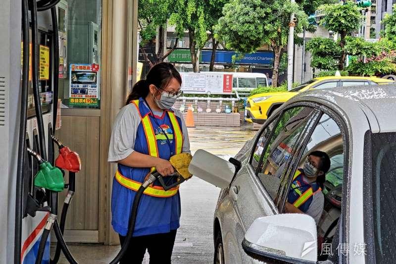 台灣中油舉辦74週年慶抽加油金活動,消費者只要在活動期間前往台灣中油加油站加油,就有機會抽中加油金等大獎。(圖/台灣中油提供)