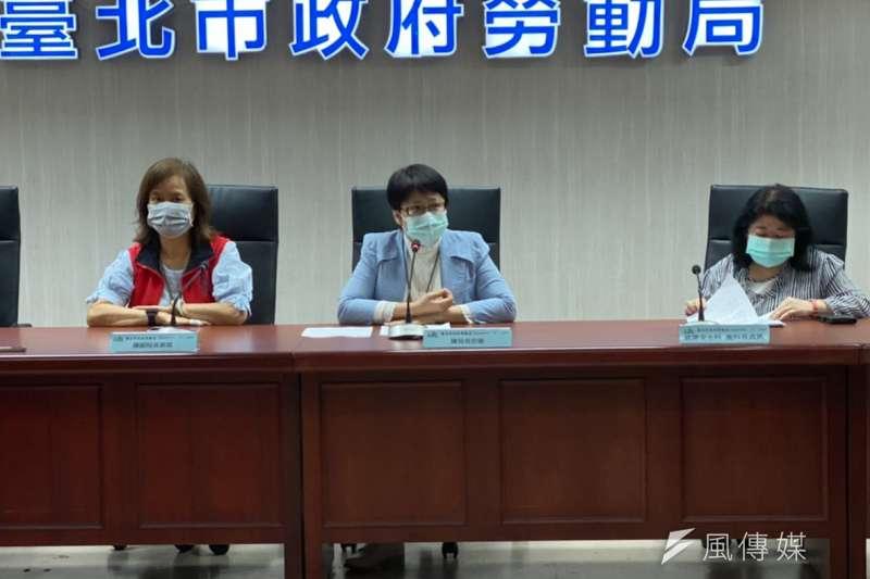 針對「文華東方」酒店資遣案一事,台北市勞動局長陳信瑜(中)28日上午出面說明。(方炳超攝)